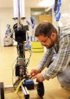 Skapar robot som dödar virus med ljus